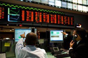 Ação da JBS chega a cair quase 20%; Bovespa volta a recuar nesta segunda