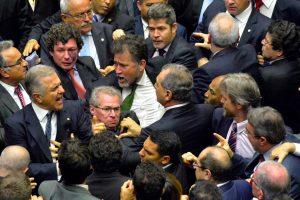 Confusão no Plenário da Câmara dos Deputados durante empurra, empurra, logo após o anúncio do ato que coloca o Exército nas ruas do Distrito Federal. Foto Cadu Gomes