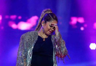 Fã joga cerveja em Marília Mendonça em show na BA e leva bronca da cantora: 'Jogue na sua avó'
