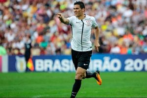 Corinthians vence Fluminense fora de casa e aumenta distância na ponta da tabela