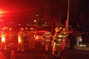 0a6abb01be PMs E Bombeiros controlam incêndio em veículo