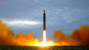 Coreia do Norte lança novo míssil, que sobrevoa o Japão e cai no Pacífico