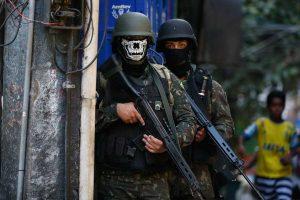 Militares vão deixar a Rocinha amanhã, diz ministro da Defesa