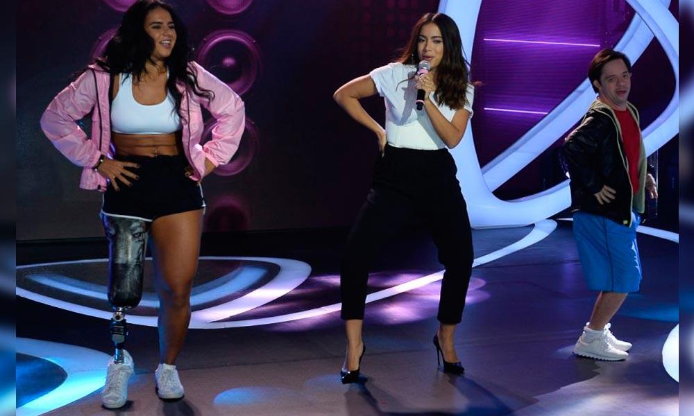 Anitta se apresenta com atleta paralímpica e jovem com Down: 'Balé incrível'