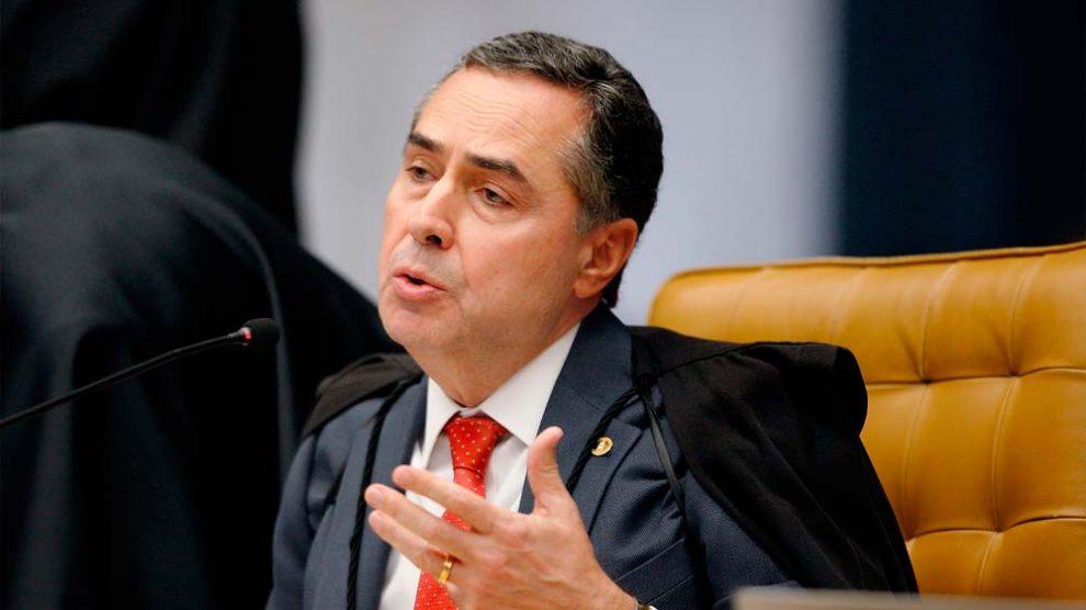 Defesa de Aécio quer a suspeição de ministro Barroso em votação
