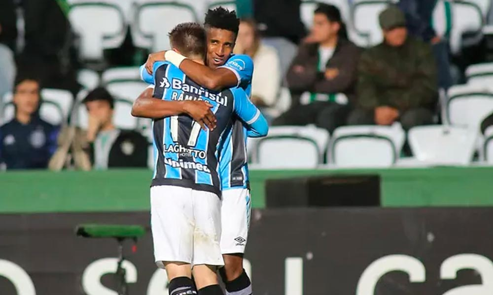 Grêmio vence com gol no final e afunda o Coritiba no Z-4  922f433cbe7d7