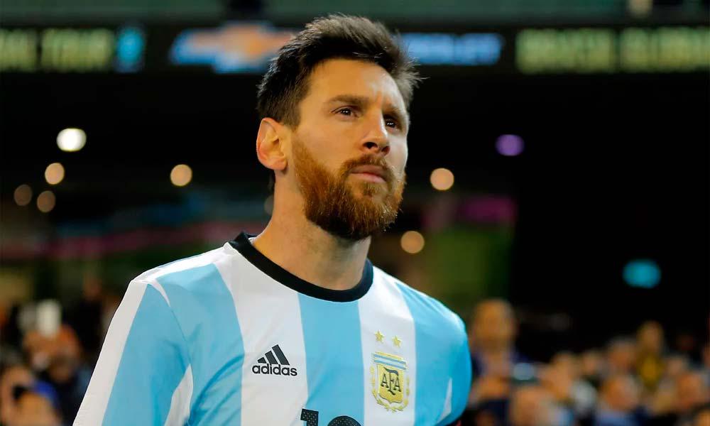 """Infantino diz que """"será injusto"""" se Messi encerrar a carreira sem vencer uma Copa"""