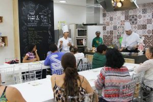 Oficinas de gastronomia com chefs do Senac no Pátio