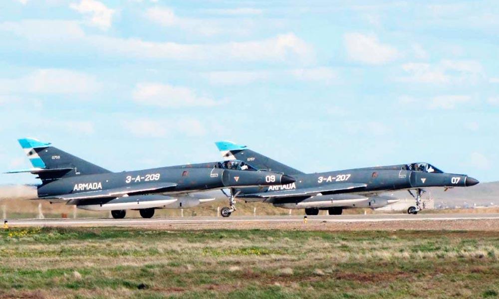 França vende à Argentina cinco aviões de combate Super Étendard usados