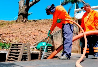 Em um mês, força-tarefa retira 102 toneladas de lixo de bueiros