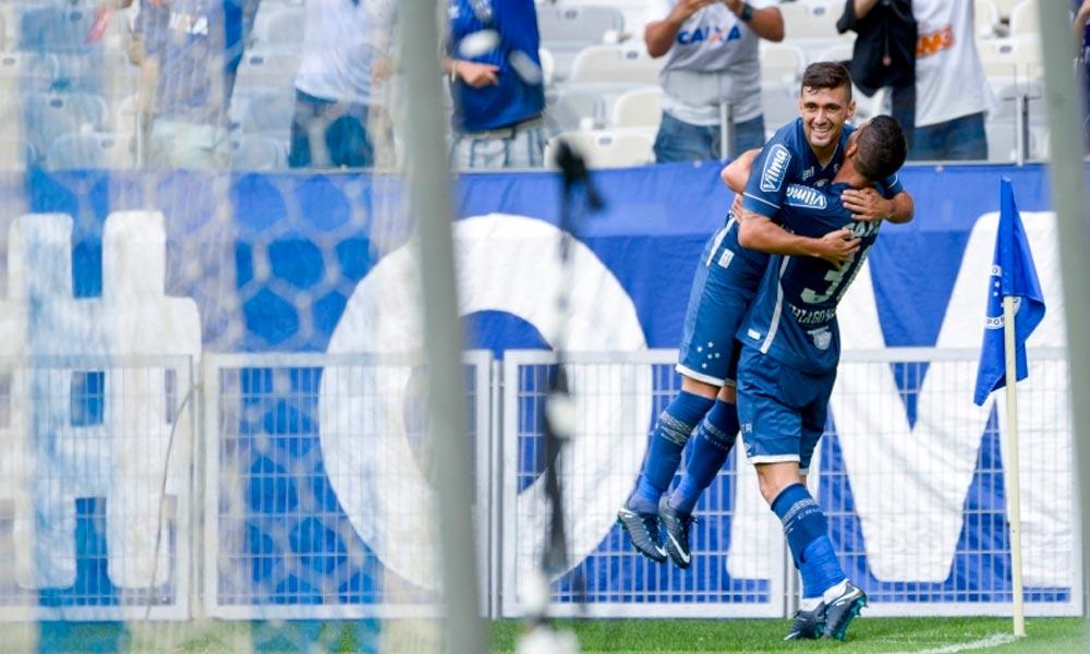 Cruzeiro bate Atlético-PR, encerra jejum e segue entre os primeiros no Brasileiro