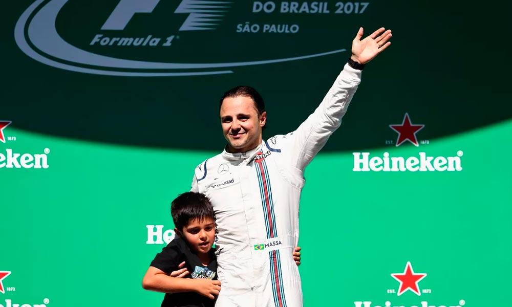 Felipe Massa dá adeus a Interlagos com recado do filho