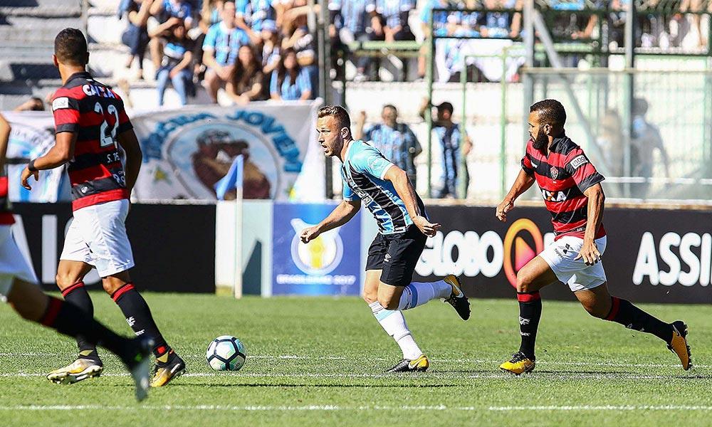Grêmio até pressiona, mas Vitória segura empate