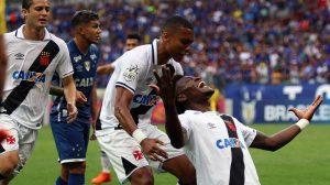 Vasco se segura, vence Cruzeiro e sonha com vaga