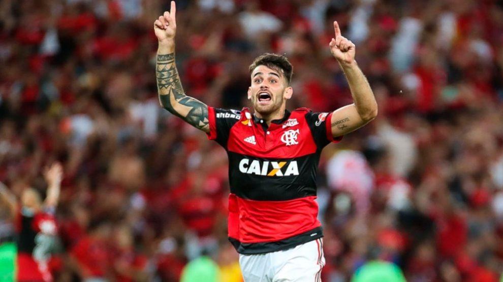 Vizeu faz dois, César pega pênalti e Flamengo vai à final