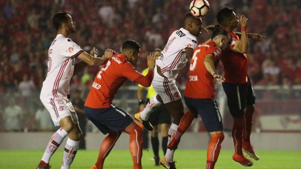 Independiente sai na frente do Flamengo na final