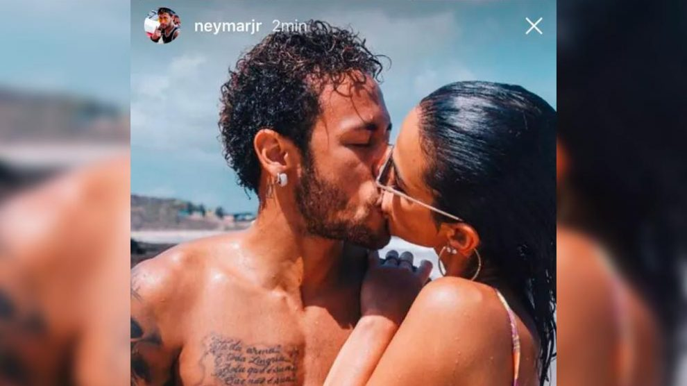 A foto que faltava! Neymar posta clique de beijo quente em Bruna