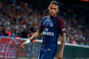 Com dor nas costas, Neymar não é relacionado para jogo contra o Nantes