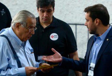 Juíza manda trio de rivais administrar Vasco até segunda