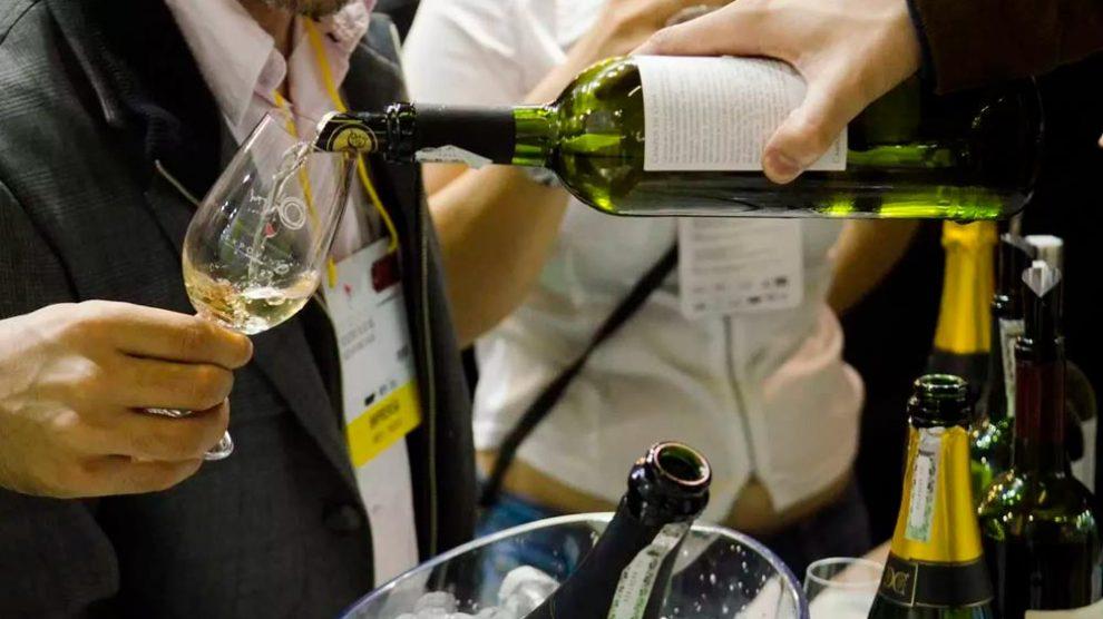 Brasilienses são finalistas em concurso que elege embaixador de vinhos do Alentejo no Brasil