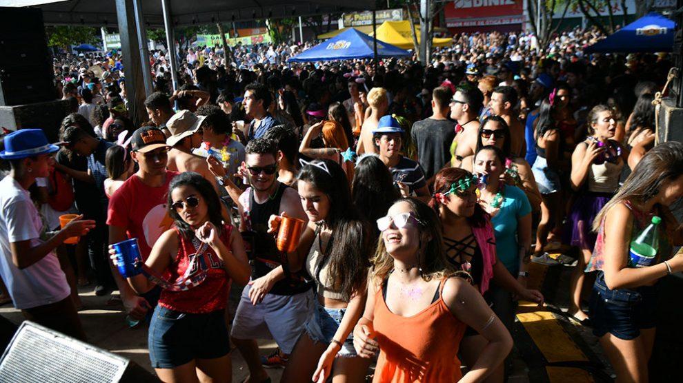 Terça-feira de carnaval empolga foliões nas ruas do Plano Piloto