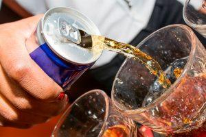 Carnaval: Mistura de álcool com energéticos pode trazer riscos ao coração