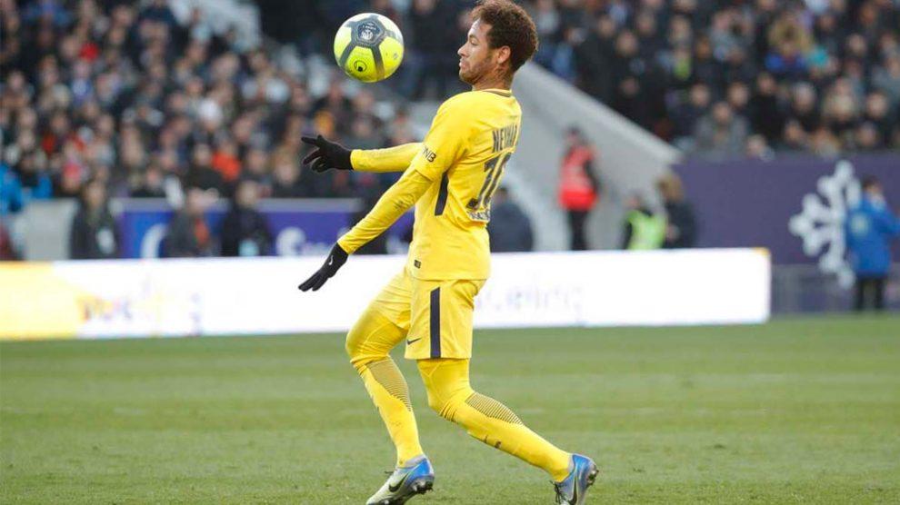 Carnaval do Neymar: brasileiro marca, PSG vence e dispara na liderança do Francês
