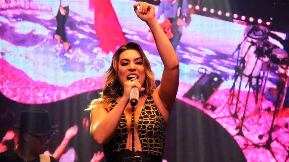 Naiara Azevedo agita noite de reabertura da boate Shed Brasília