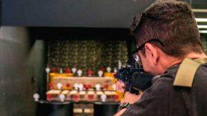 Shopping inaugura arena de tiro ao alvo que simula treinamento militar