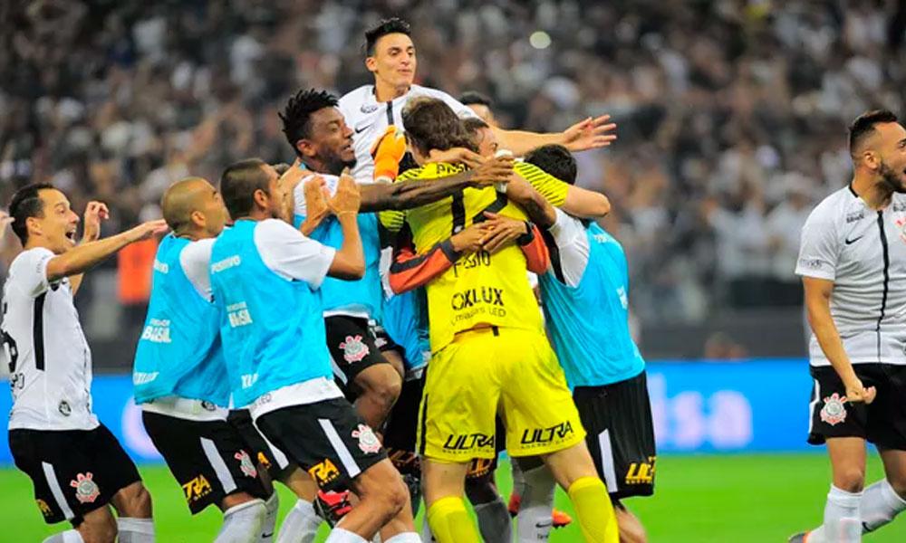 Corinthians tira São Paulo nos pênaltis e passa à final