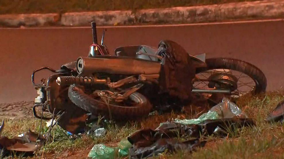 Acidente entre moto e carro mata pai e filha na Asa Norte