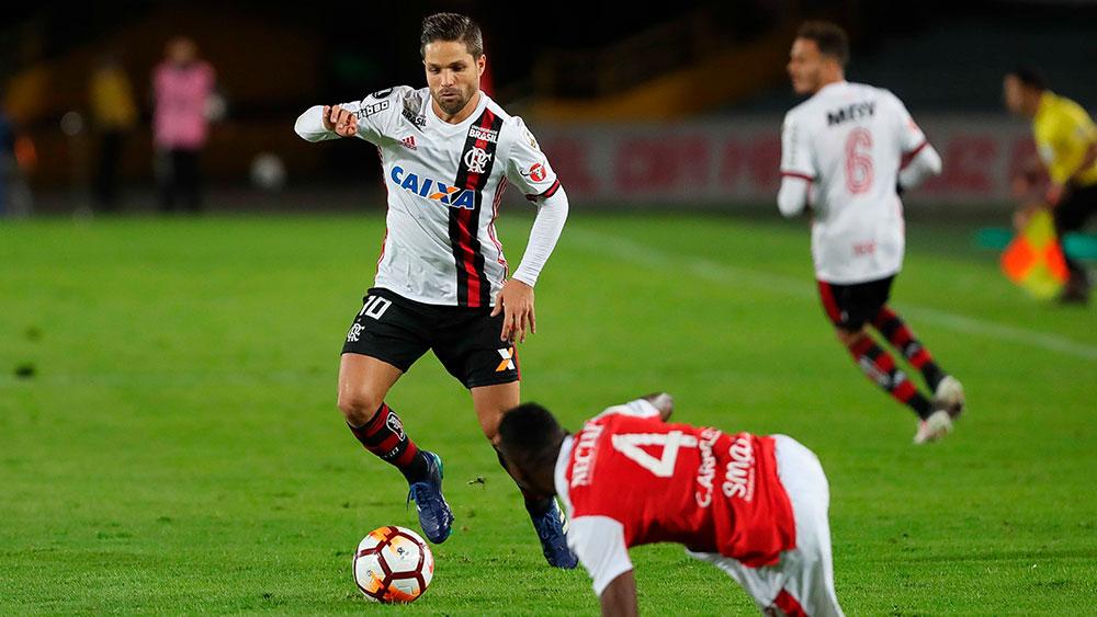 Flamengo x Santa Fe tem polêmicas e placar zerado