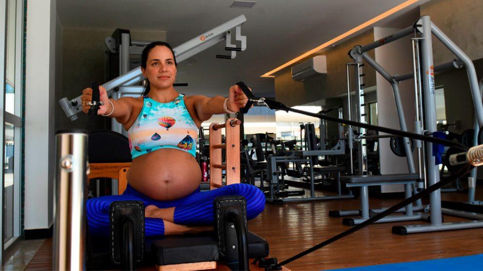 Com rotina de exercícios, programa voltado às grávidas incentiva gestação saudável
