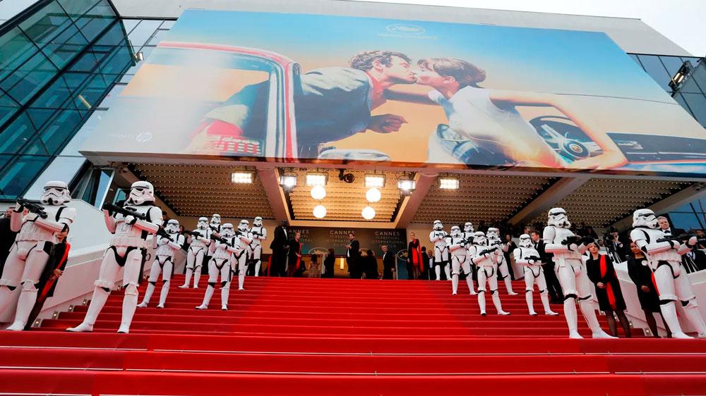 Stormtroopers de 'Star Wars' invadem tapete vermelho em Cannes
