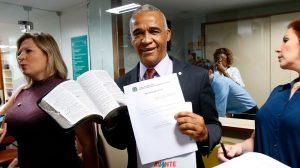 """Deputado Pastor Isidório (AVANTE/BA) afirma que criminalização da homofobia trará """"guerra santa"""" e propõe instituir o """"Dia Nacional do Orgulho Heterossexual"""""""