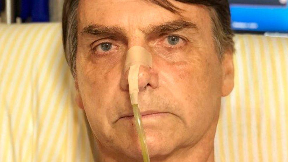 Bolsonaro põe dreno, toma antibióticos e adia alta, diz porta-voz