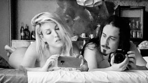 Pietra Principe posa nua com o namorado e deixa internet babando